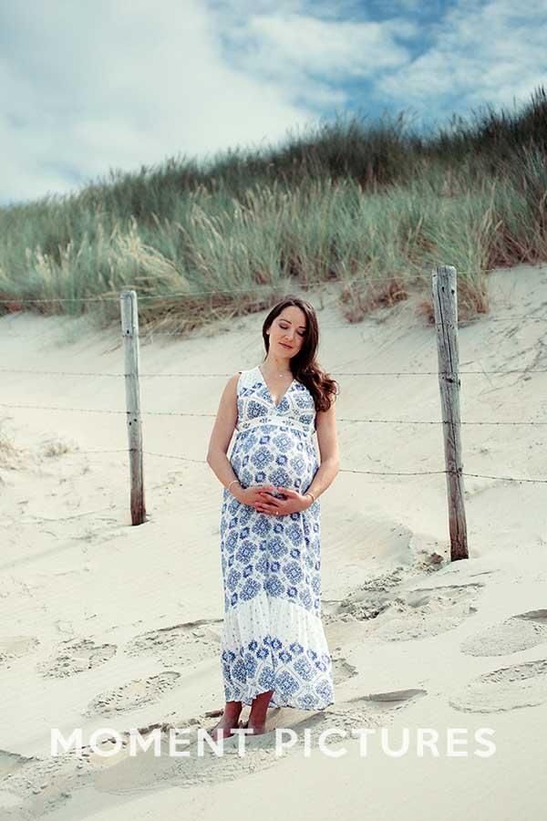 Zwangerschapsfotoshoot met de duinen als achtergrond
